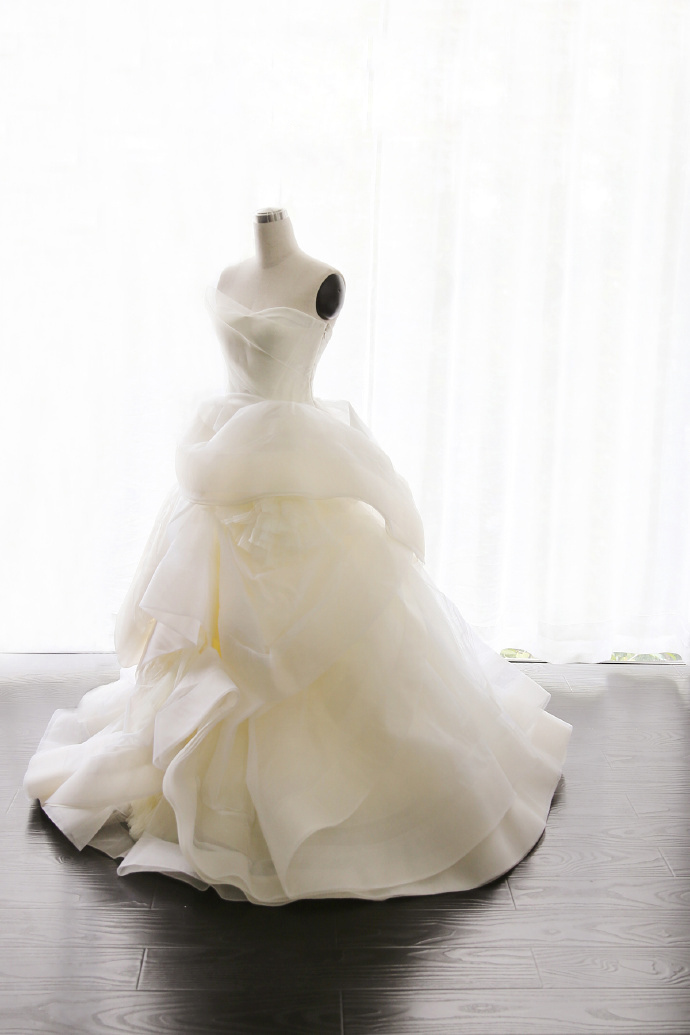 Strapless Sweetheart Tiered Ruffles Organza Ball Gown Wedding Dress
